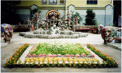 http://www.33plus1.ru/Decor/Fine_Monumental_Art/1_SPB_public_art/Malaia_Det_Akademia/Malaia_Akademia_003.jpg